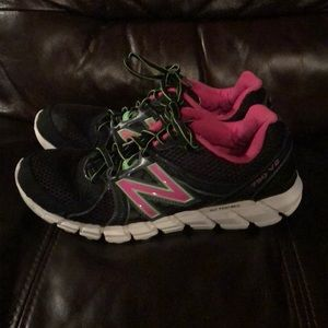 Women's size 10 New Balance 750 V2 sneakers!